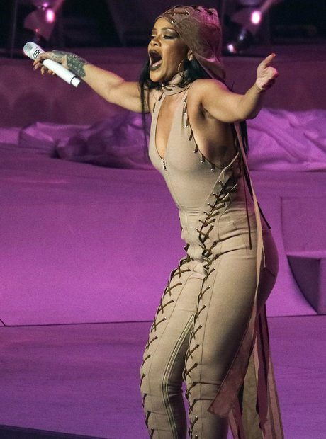 Rihanna live on stage flashing serious side boob