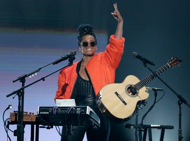 Alicia Keys at the BET Awards 2016