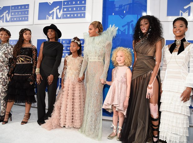 Beyonce and her squad MTV VMAs Red Carpet 2016