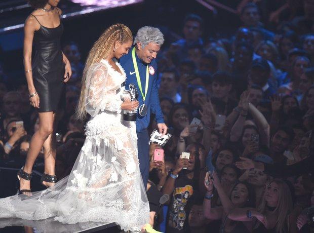 Beyonce and Jimmy Fallon MTV VMAs 2016