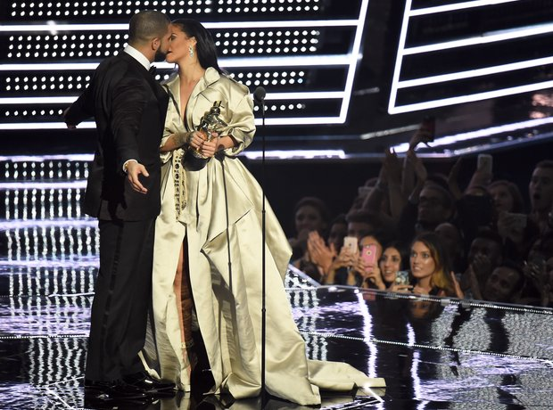 Drake and Rihanna VMA