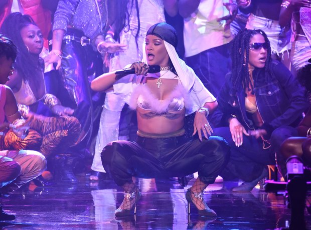 Rihanna Performing Live MTV VMAs 2016