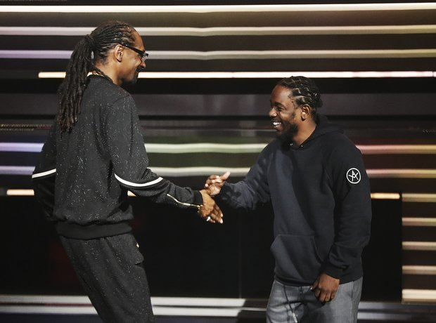 Kendrick Lamar and Snoop Dogg at the 2016 BET Awar