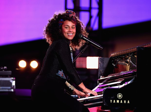 Alicia Keys Performing