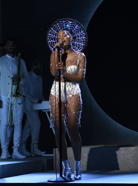 Solange performs on Saturday Night Love