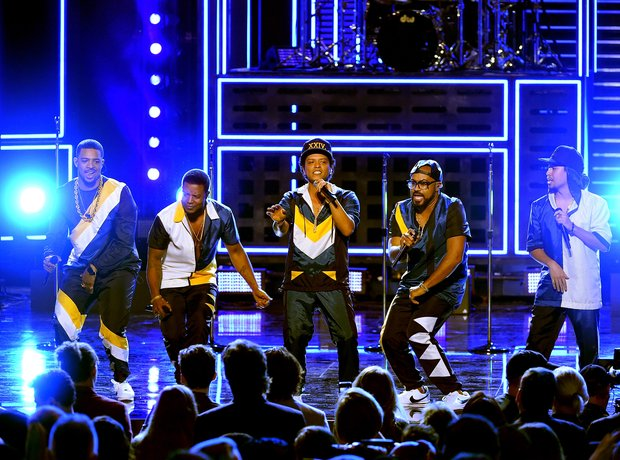 Bruno Mars performs at the 2016 AMAs