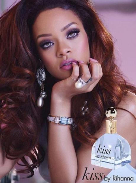 rihanna-perfume-kiss-valentines-day