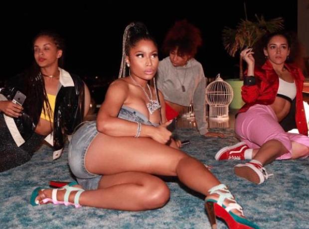 Nicki Minaj filming the 'Run It' music video