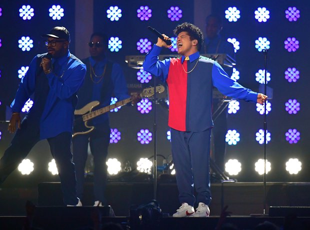 Bruno Mars BRITs 2017 LIVE Performance