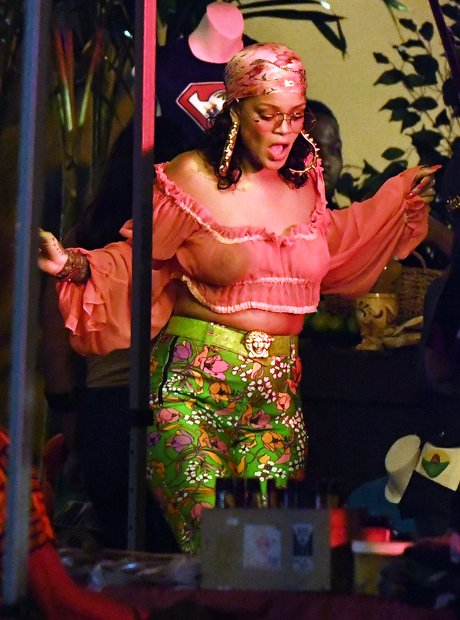 Rihanna filming new music video