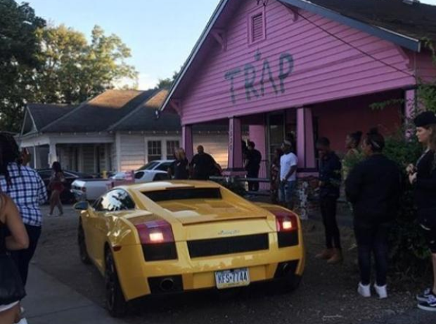 a4cb3c8f7f3 2 Chainz receives parking complaints about the pink trap house he built to  promote his album!
