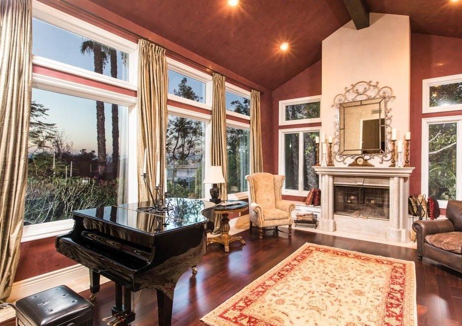 Tupac mansion 1