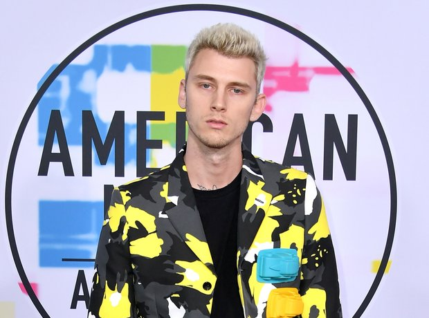 Machine Gun Kelly American Music Awards 2017