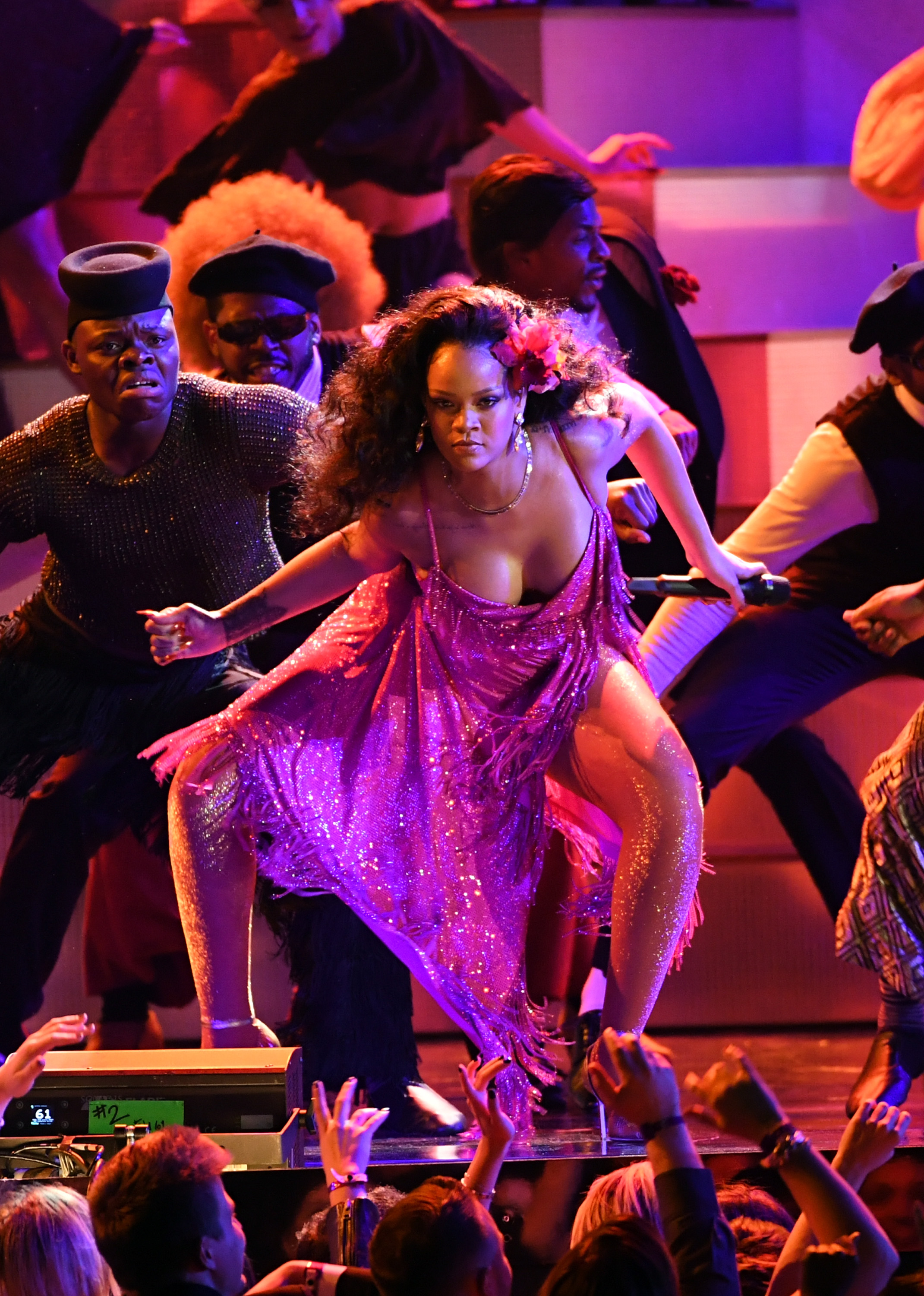Rihanna Wild Thoughts Performance