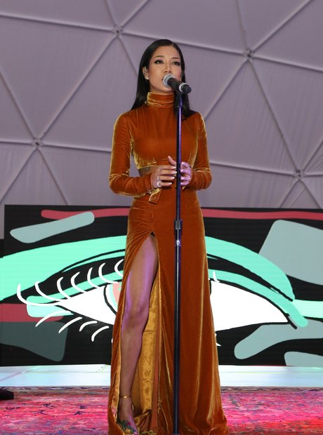 Jhene Aiko Performing