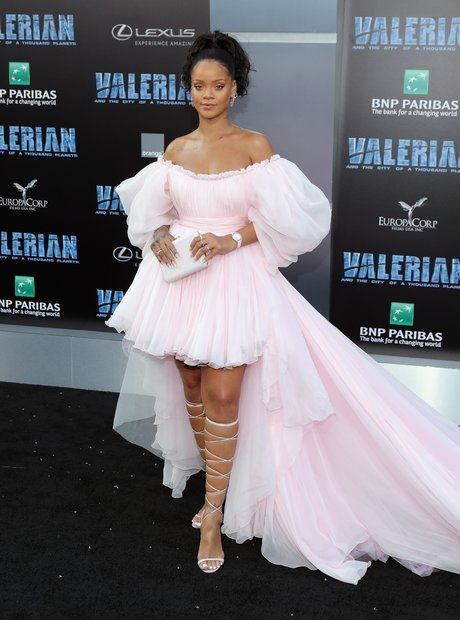 rihanna-red-carpet-1-1519737614-view-1.j