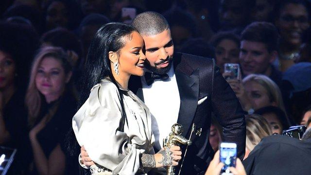er Drake fortsatt dating Rihanna kjendis matchmaking